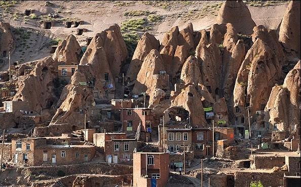 چشمه آب معدنی و تاریخی روستای کندوان تبریز
